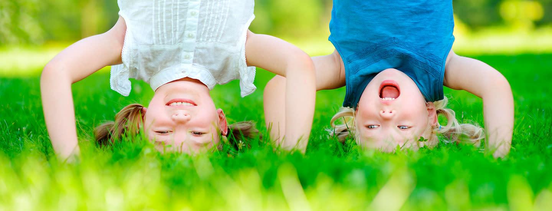 Lasten temppurata takapihalla