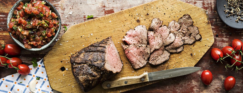 Naudanliha valmistuu grillissä