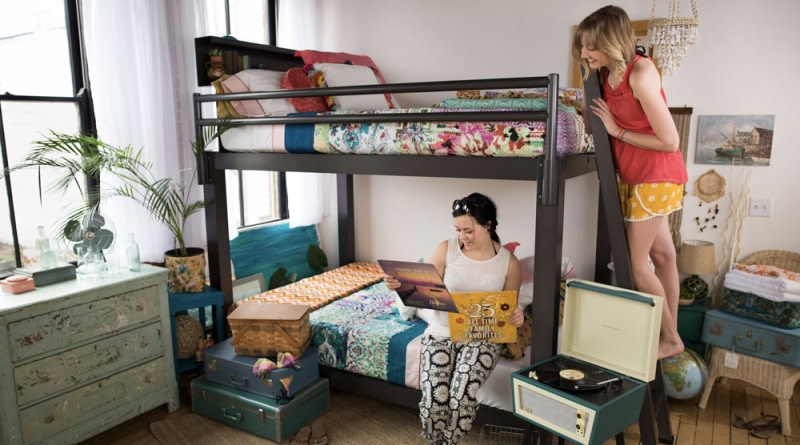 Roommates on Bunk - 800x445%