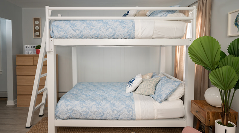 White Vacation Rental Bunk Bed - 800x445%