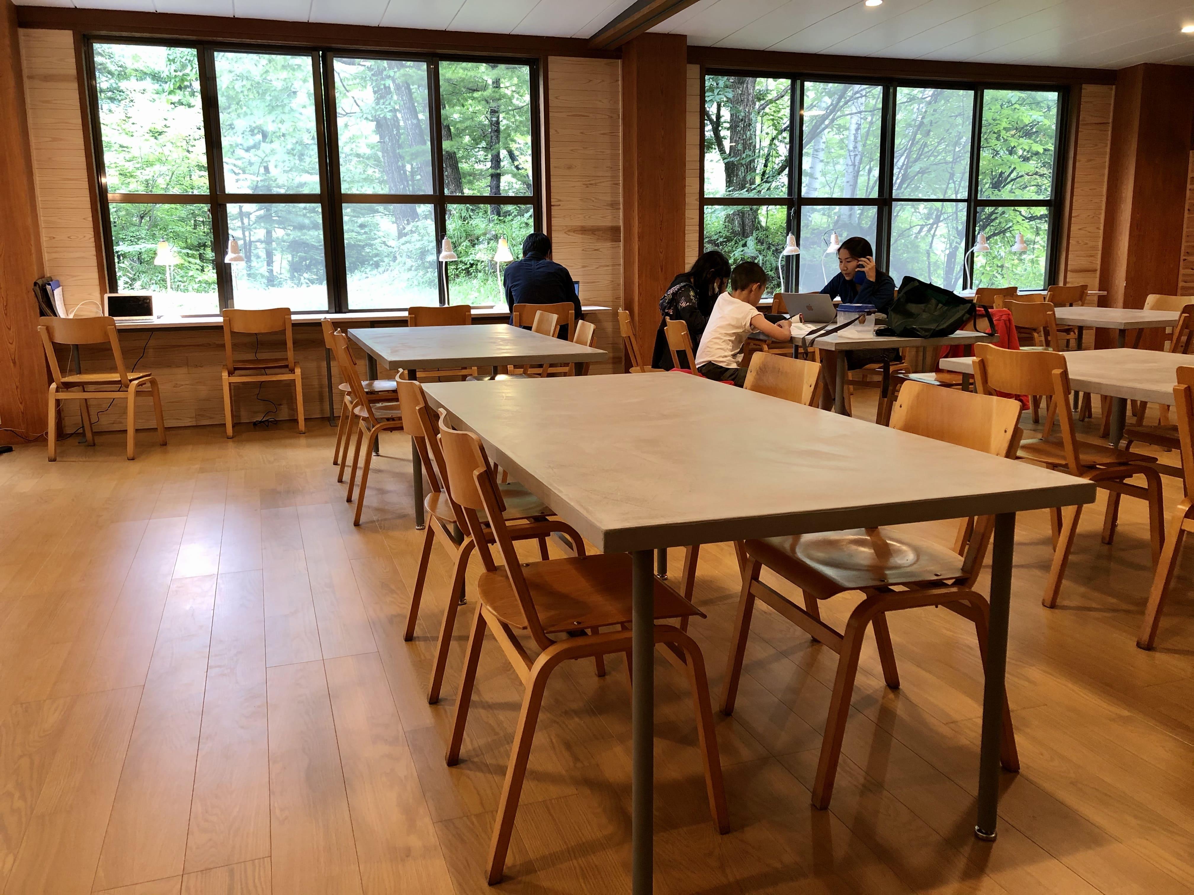 ワークスペース3:温泉の宿 ゲストハウス雷鳥 | Workations(ワーケーションズ)