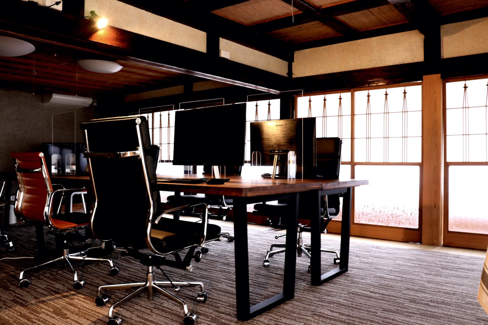 オフィス2 | Workations(ワーケーションズ)