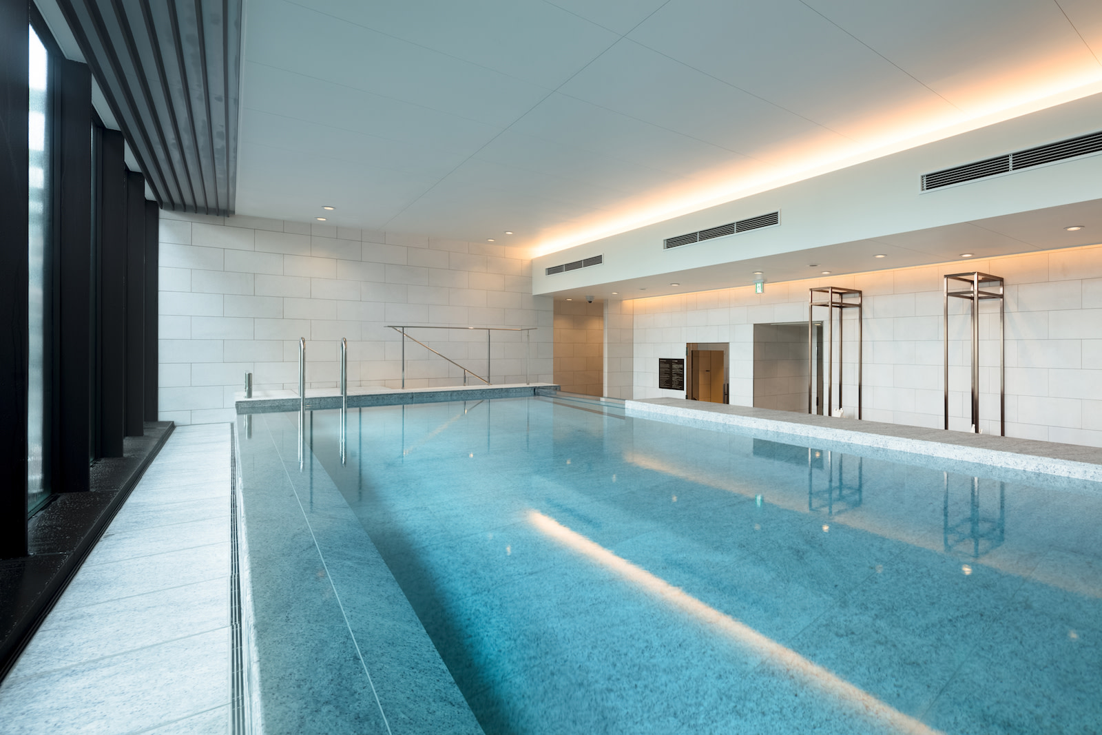 SR Japan Tokyo Asc Marunouchi Pool2-HR アスコット丸の内東京 | Workations(ワーケーションズ)