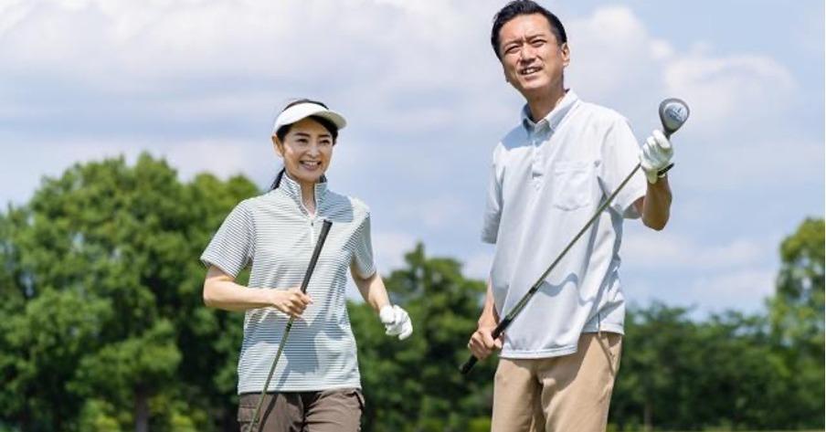 Cover Image for チノパンでゴルフはNG?ゴルフウェアとの違いや活用のコツ