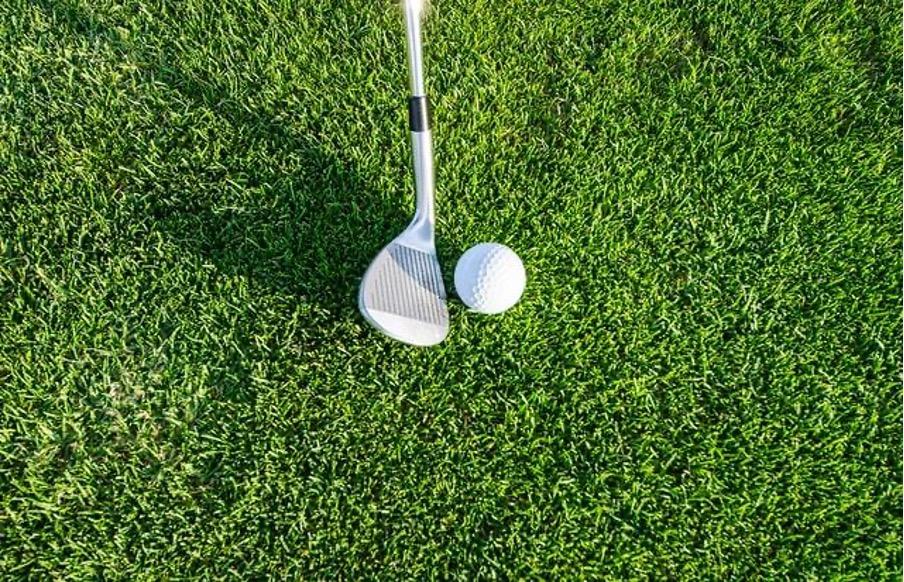 ゴルフボールの位置は自分に合った場所