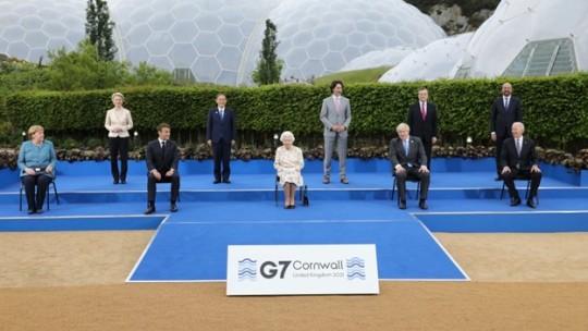 ocially distanced photo at G7 Cornwall