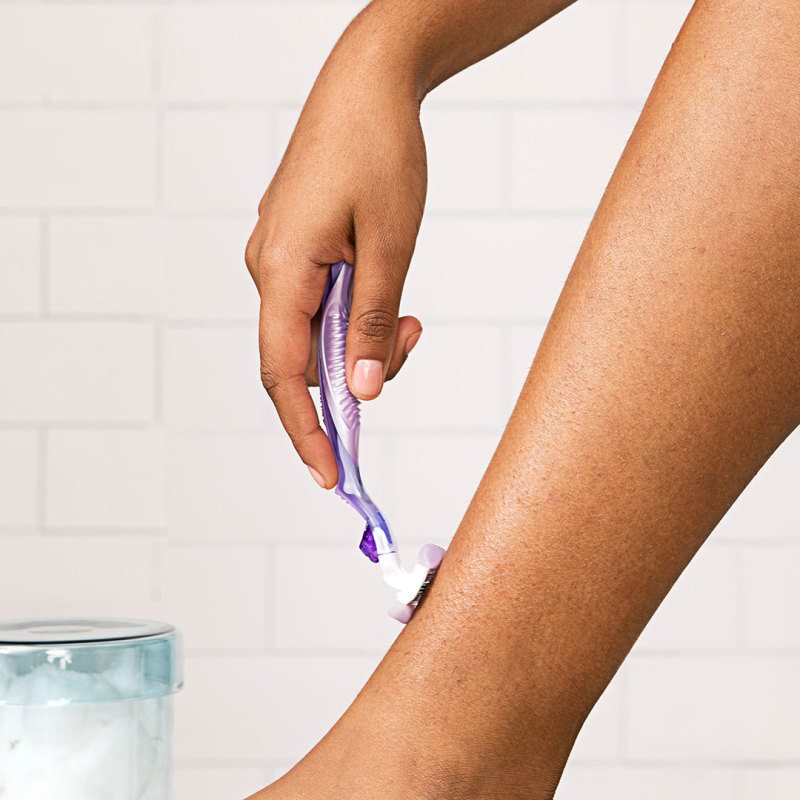 Leg Shaving with Venus ComfortGlide Breeze Women's Razor
