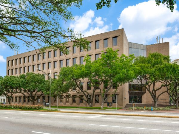 Commercial office building with executive suite rentals at 5100 Westheimer Road, Suite 200 in Houston, Texas