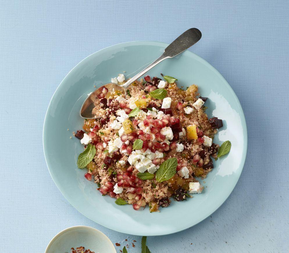 """<a href=""""https://www.wildeisen.ch/rezepte/randen-couscous-salat-mit-granatapfelkernen-und-feta"""" target=""""_blank"""">Randen-Couscous-Salat mit Granatapfelkernen und Feta</a>"""