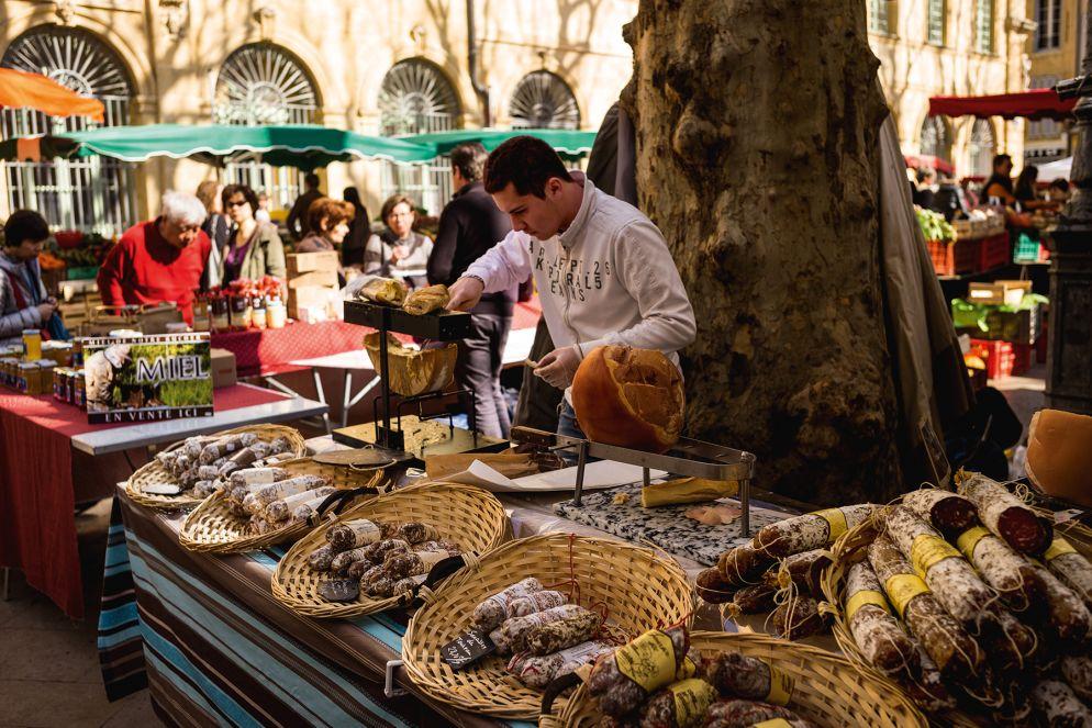 Auf den Märkten von Aix-en-Provence locken Delikatessen jeglicher Art.