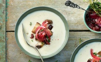 Sellerie-Cremesuppe mit Cranberry-Confit