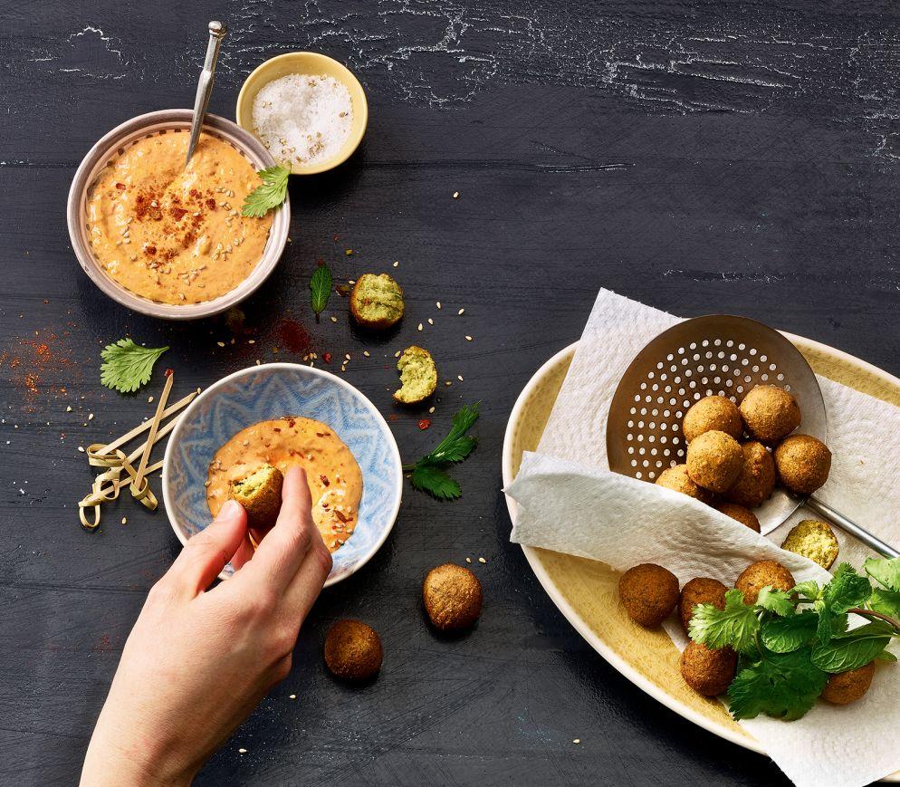 "<a href=""https://www.wildeisen.ch/rezepte/falafel-mit-paprika-tahin-creme"" target=""_blank"">Falafel mit Paprika- Tahin-Creme</a>"