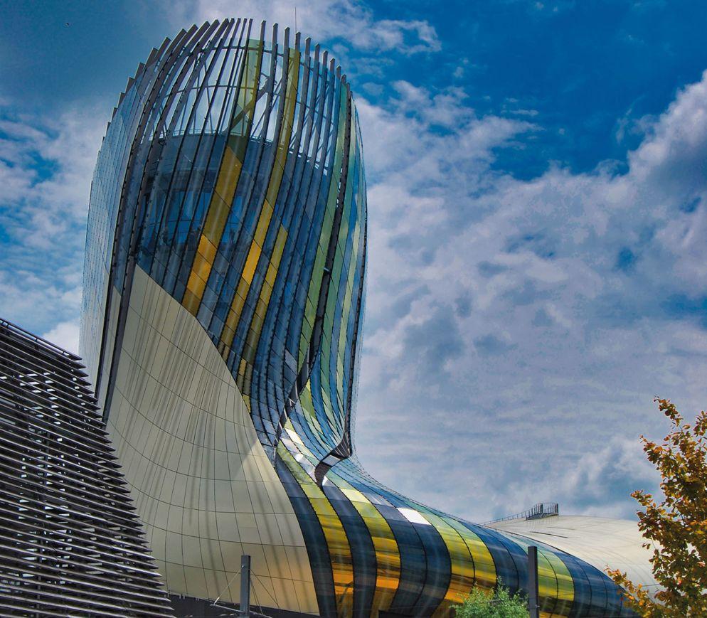 Die futuristische «Cité du Vin» ist das umfassendste und modernste Weinbaumuseum der Welt.