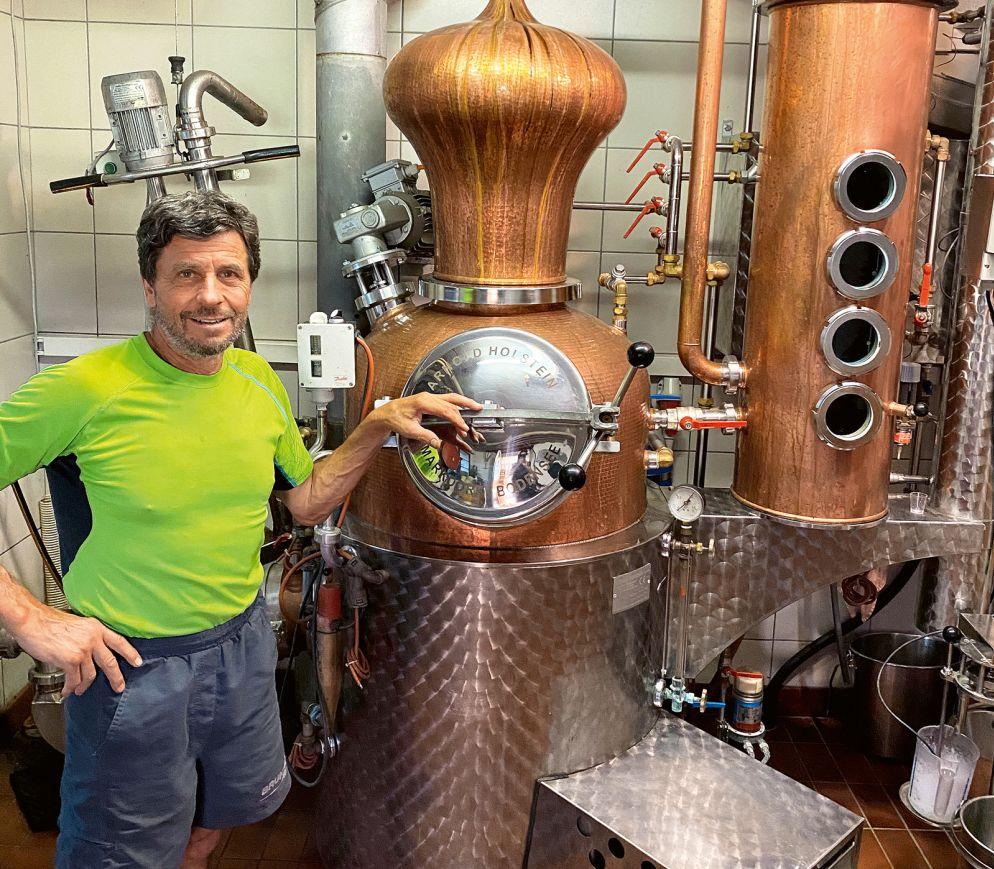 Xaver Stalder produziert in seiner kleinen Brennerei herausragende Obstbrände.