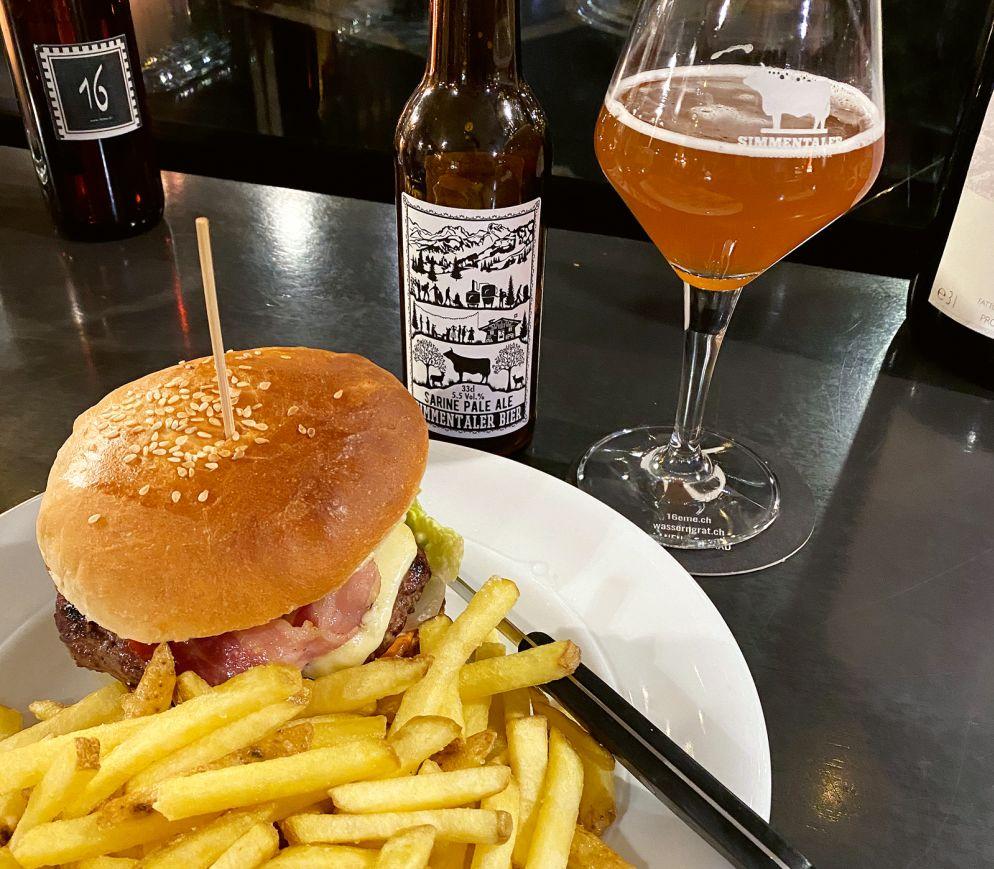 Einfach, aber sündhaft gut: Beefburger und lokales Craftbier in der «16 Boucherie».