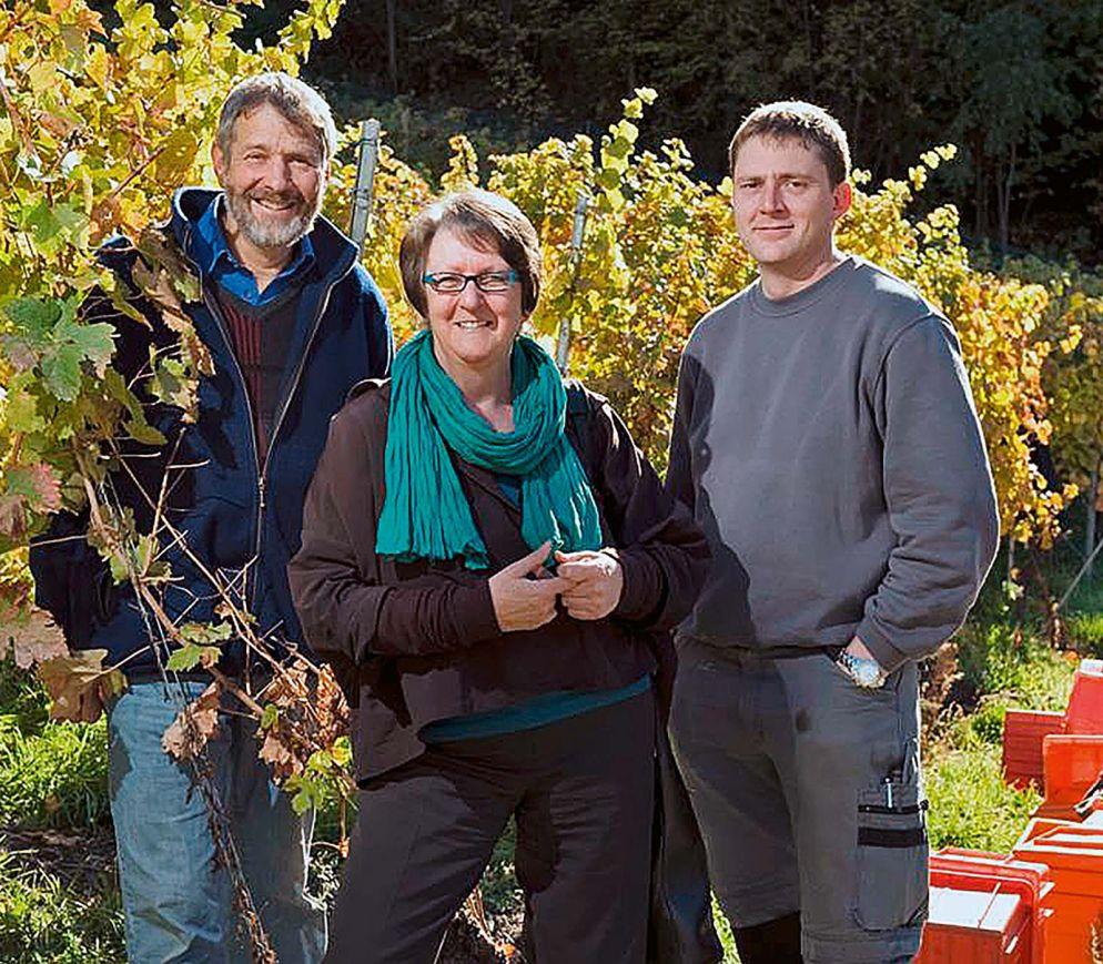 Von links, Chosy Chanton, seine Frau Marlis und Sohn Mario in den Heida-Reben