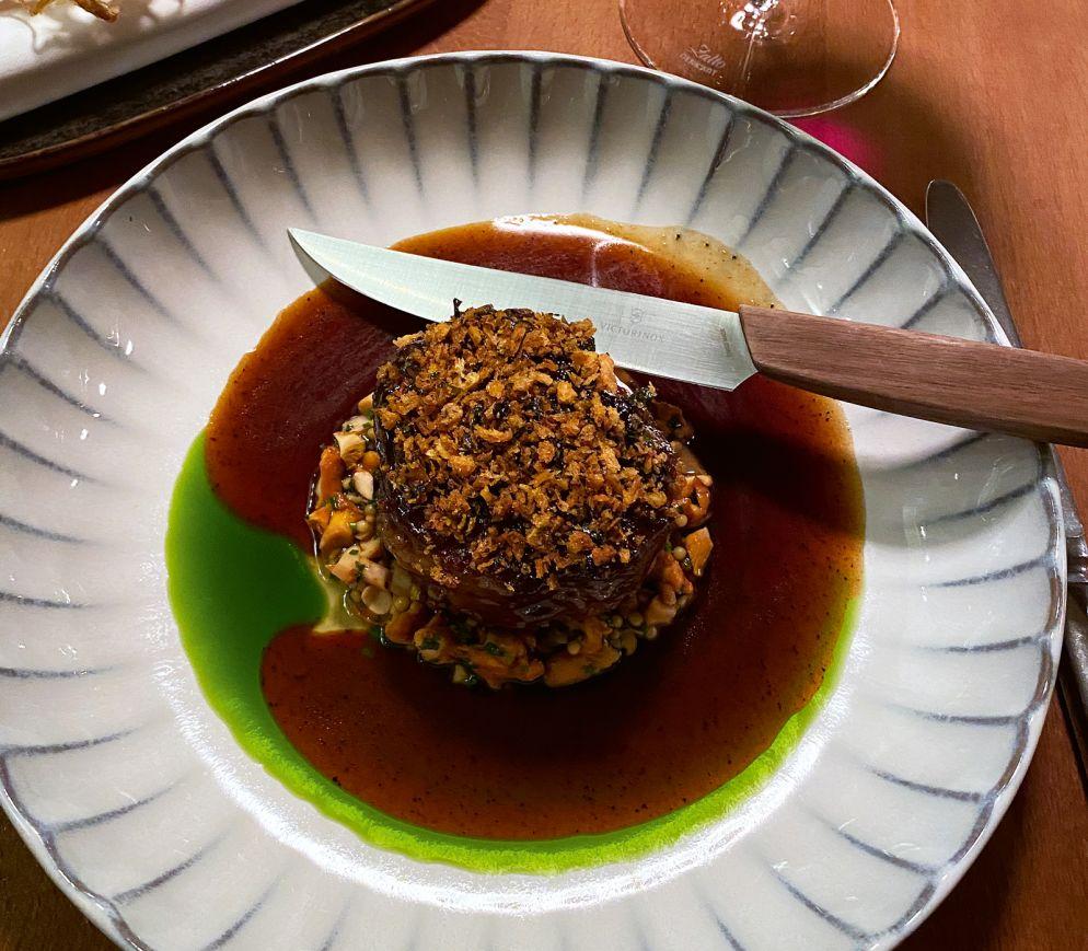 Comfort Food in der «Bauernschänke»: Kalbsbacke mit Pfifferlingen und Lauchtempura.