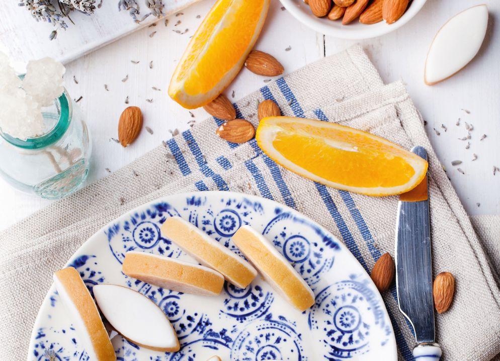 Das Konfekt «Calissons d'Aix» besteht vor allem aus Mandeln und kan-dierten Orangen.