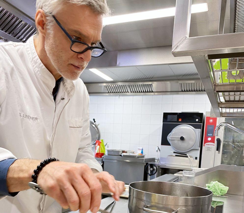 Backhendl à la Marcus G. Lindner: Im neuen «Eggli» wird sowohl bodenständig als auch luxuriös gekocht.