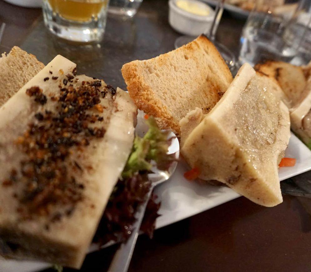 Typische Brüsseler Innereien - küche: Dreierlei Knochenmark im «Viva M`Boma».