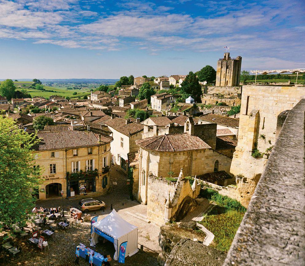 Wie aus dem Bilderbuch: Blick von Saint-Émilion in die Rebberge.