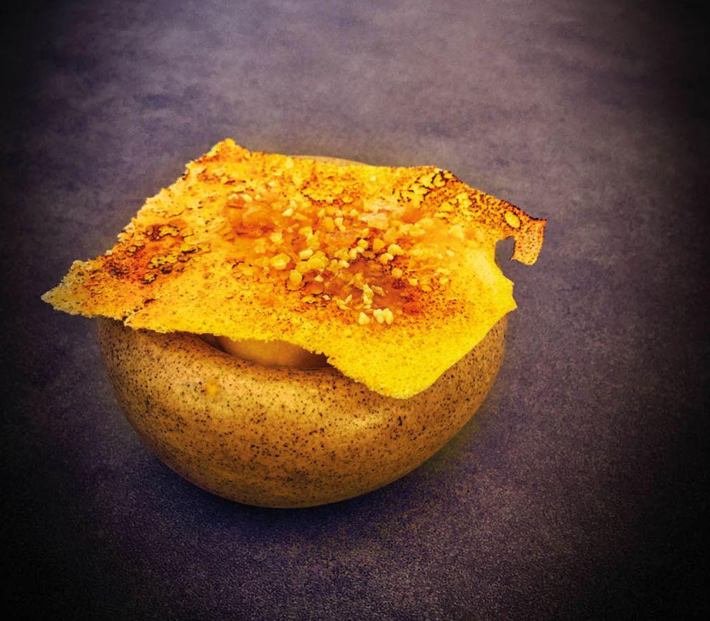 Dessert in der «14 Horses Brasserie»: Unter der geräucherten Honigmeringue verbergen sich eine Bienenwachscreme und Quittensorbet.