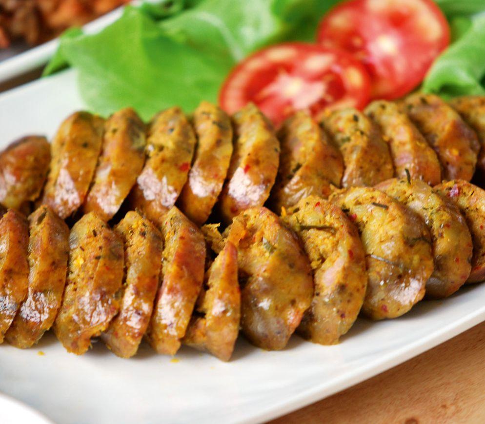 Die scharfe Bratwurst «Sai Ua» ist eine Spezialität des Restaurants «Phu Lae».