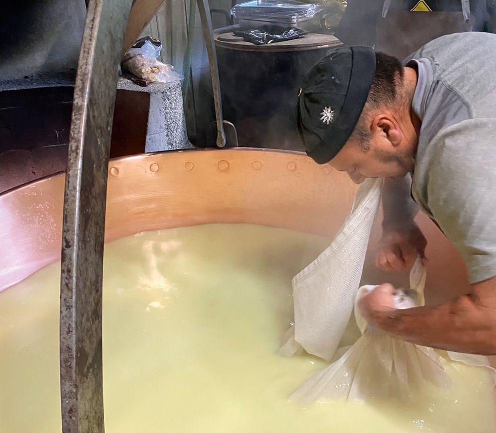 Im «Chalet d'Alpage de la Neuve» wird der Käse noch auf ganz traditionelle Art hergestellt.