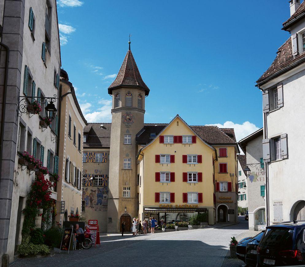 Das beschauliche wie berühmte Städtchen Maienfeld ist das Zentrum der Region.