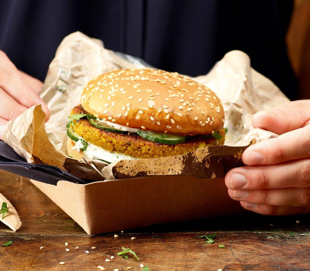 "<a href=""https://www.wildeisen.ch/rezepte/couscous-burger-mit-tzatziki"" target=""_blank"">Couscous-Burger mit Tzatziki</a>"