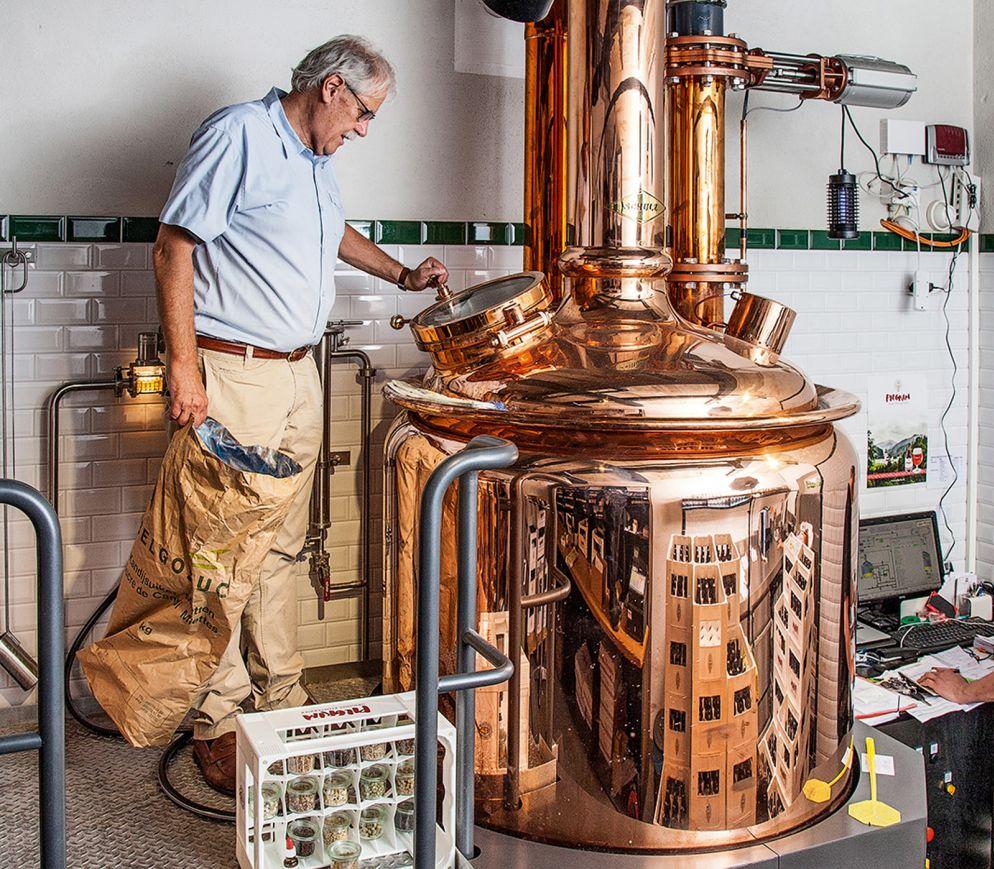 Der Meister am Sudkessel: Martin Wartmann, eine der treibenden Kräfte hinter den Pilgrim-Bieren.