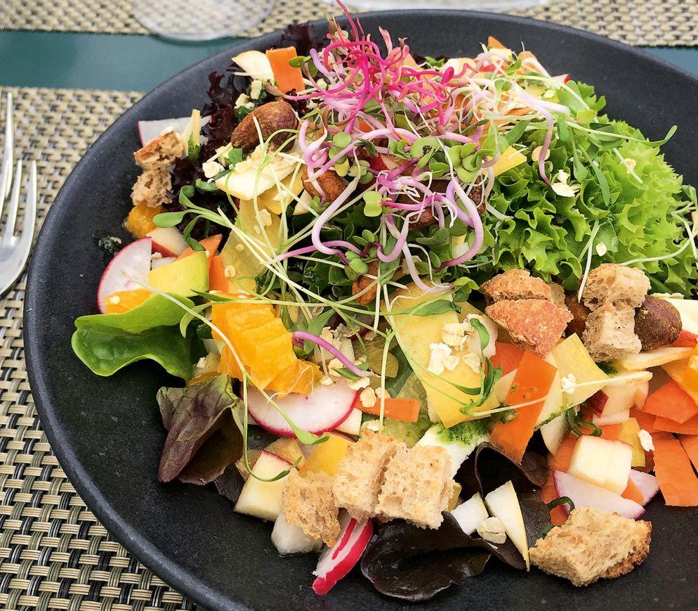 Ein schillernder Gemüsegarten auf dem Teller ist der Bärensalat im Bären Grüningen.
