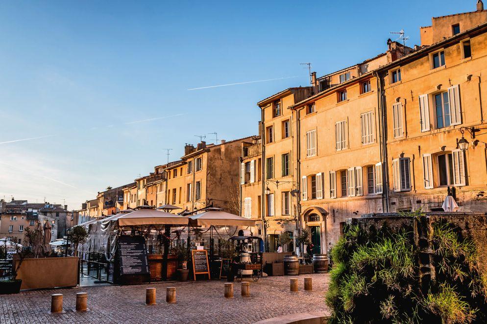 Von bodenständig bis gehoben – an der Place des Cardeurs reiht  sich ein Restaurant an das andere.