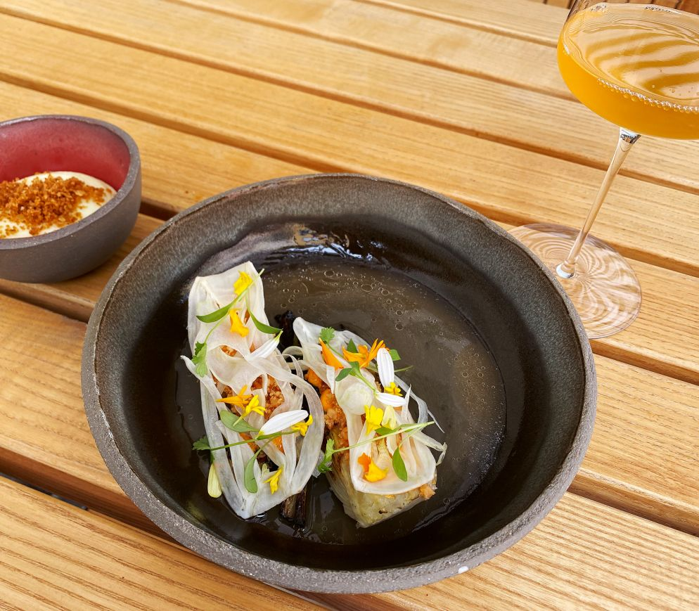 Die «Neue Taverne» serviert fulminante Gemüsegerichte wie BBQ-Fenchel mit Macadamia in Escabeche-Sud.
