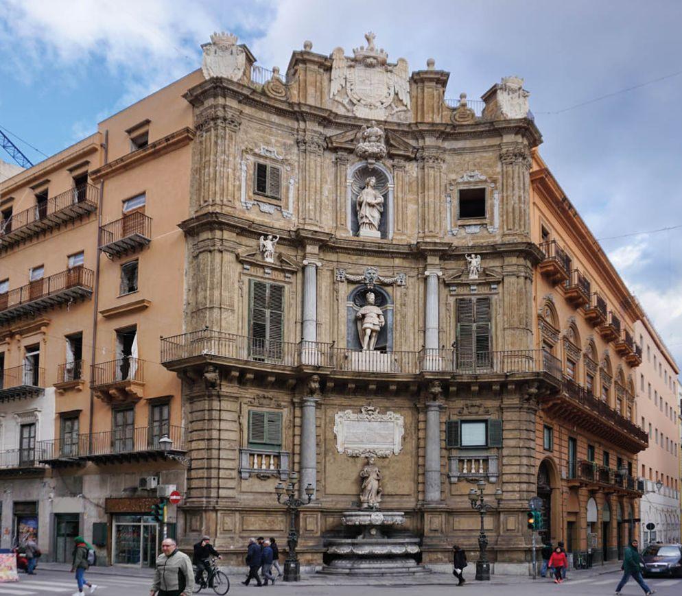 Quattro Canti, die berühmteste Kreuzung der Stadt