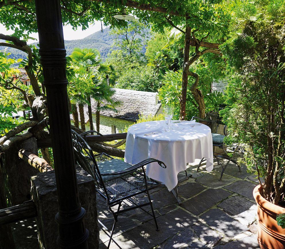 Der romantische Garten des «Da Enzo» in Ponte Brolla gehört zu den schönsten des Tessins.
