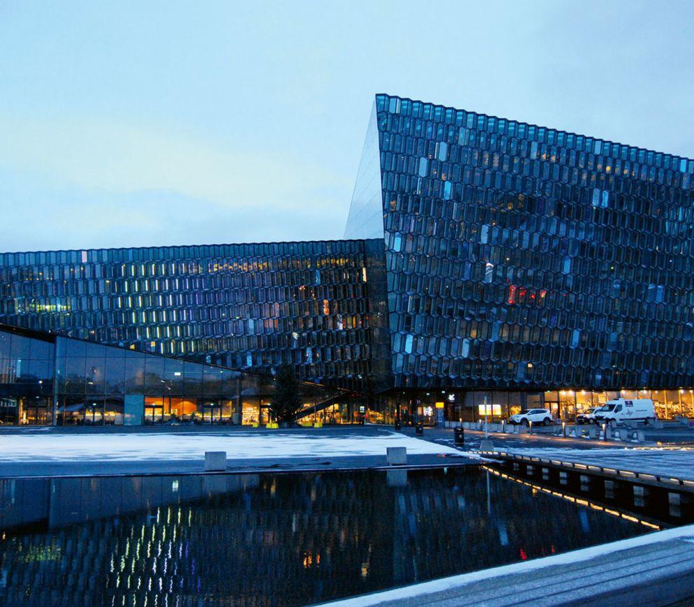 Die postmoderne Konzerthalle Harpa ist ein architektonisches Highlight der Hauptstadt.