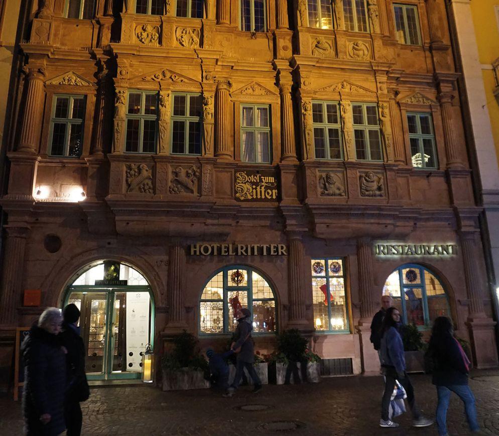 Das Hotel Ritter mit seiner prächtigen Fassade ist eines der markantesten Gebäude der Altstadt.