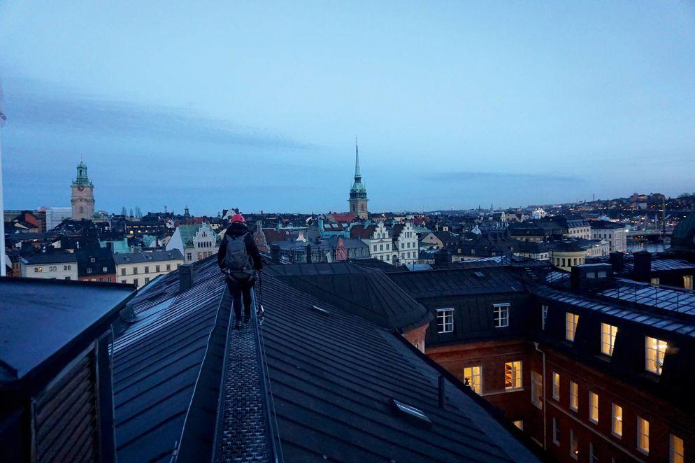 Neue Perspektive: unterwegs auf den Dächern von Gamla Stan.