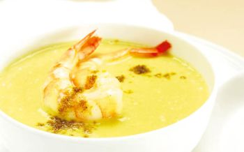 Mango-Curry-Suppe mit Crevetten