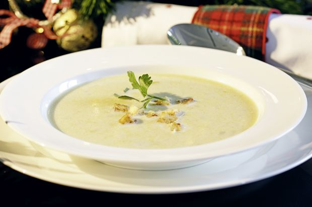 Stilton-Suppe mit Käsecroûtons