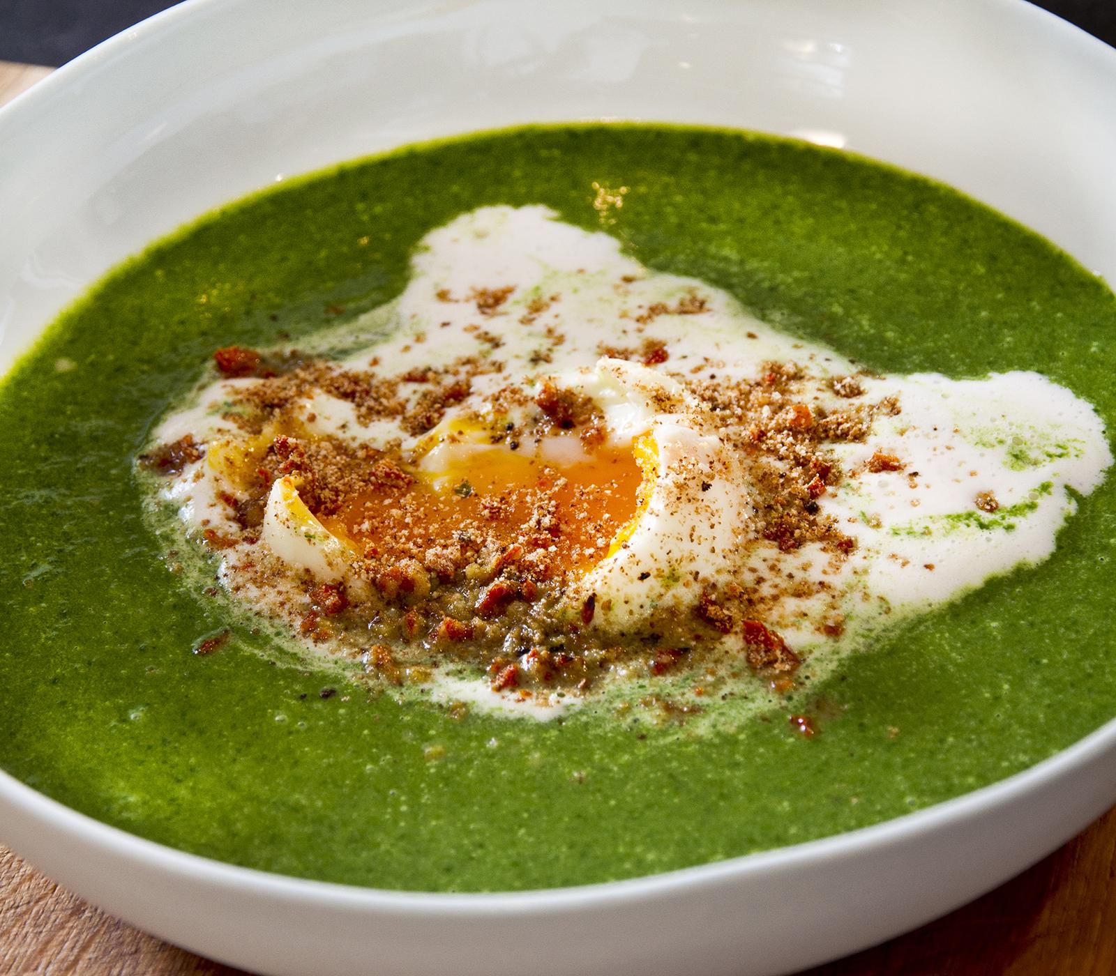 Spinatsuppe mit wachsweichem ei annemarie wildeisen 39 s kochen - Ei kochen mit eierkocher ...
