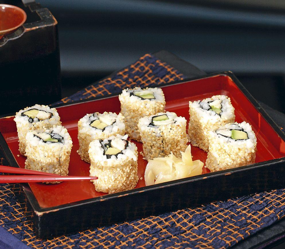"""<a href=""""https://www.wildeisen.ch/rezepte/inside-out-sushi-mit-geraeucherter-forelle-und-avocado"""" target=""""_blank"""">Inside-Out-Sushi mit geräucherter Forelle und Avocado</a>"""