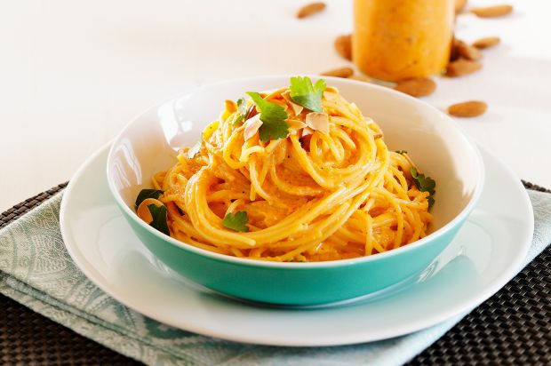 Spaghettini mit Chili-Mandel-Pesto