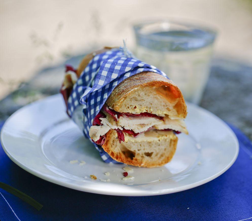 "<a href=""https://www.wildeisen.ch/rezepte/poulet-sandwich-mit-parmesan"" target=""_blank"">Poulet-Sandwich mit Parmesan</a>"
