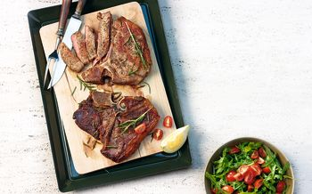 T-Bone-Steak mit Rucola-Tomaten-Salat