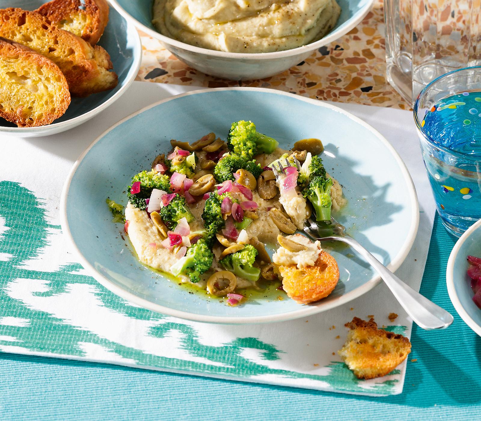Bohnenpüree mit Broccoli, Zwiebeln und Oliven – Purea di ...