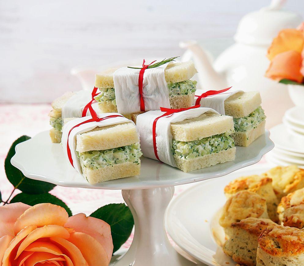 """<a href=""""https://www.wildeisen.ch/rezepte/traditionelle-gurkensandwiches"""" target=""""_blank"""">Traditionelle Gurkensandwiches</a>"""