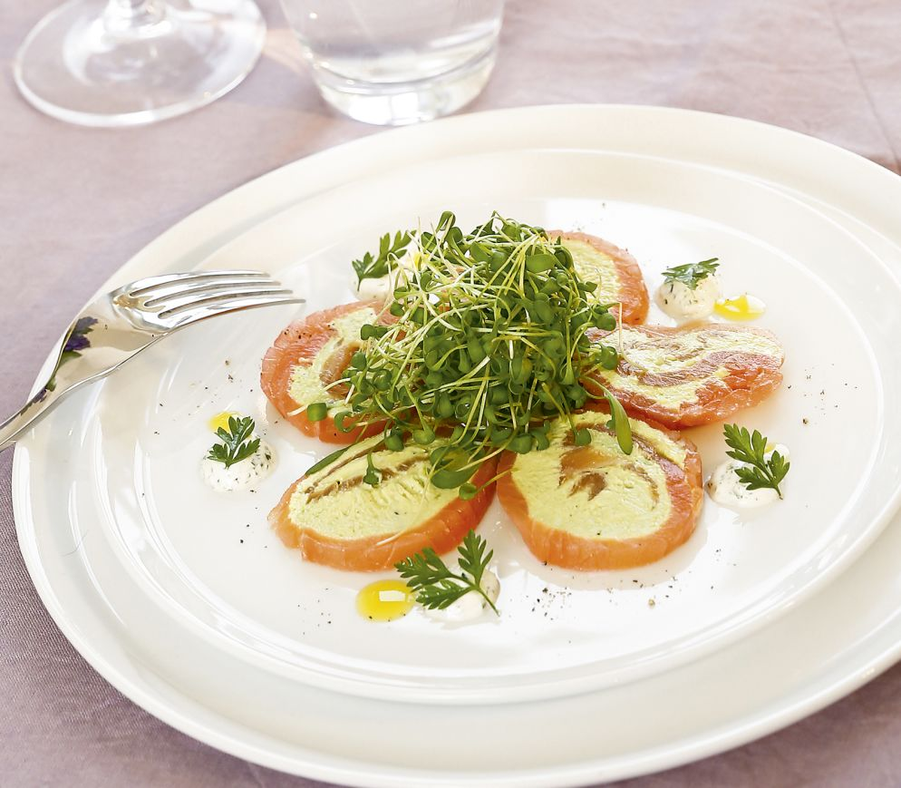 "<a href=""https://www.wildeisen.ch/rezepte/gefuelltes-lachs-avocado-carpaccio"" target=""_blank"">Avocado-Carpaccio</a>"