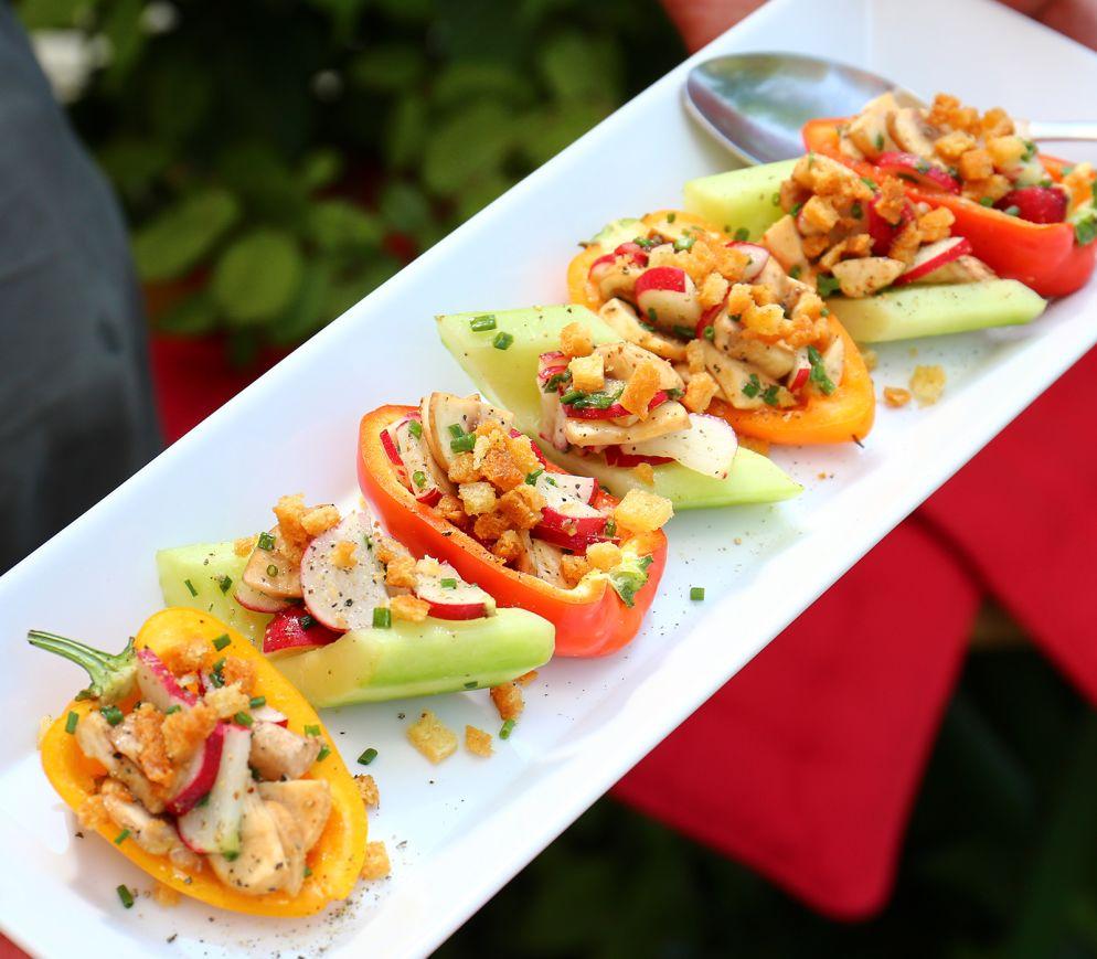 """<a href=""""https://www.wildeisen.ch/rezepte/mini-peperoni-mit-champignons-radieschen-salat"""" target=""""_blank"""">Mini-Peperoni mit Champignons-Radieschen-Salat</a>"""
